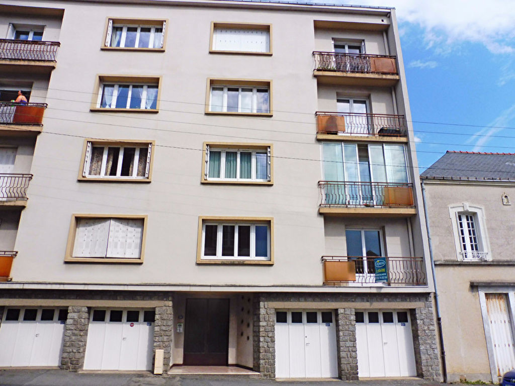 A vendre appartement laval 63 m l 39 adresse maison blanche for Location garage laval
